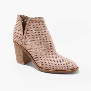 Dolce Vita Women's Ettie Láser Cut Ankle Booties